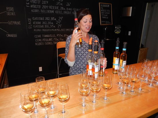 Kava Tours : Anoushka serving Ice and Fire Ciders