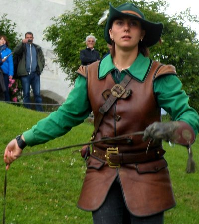 Erlebnisburg Hohenwerfen: winding the bird lure