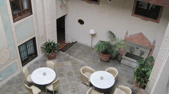 Hotel Casa 1800 Granada: The court where one has afternoon tea.