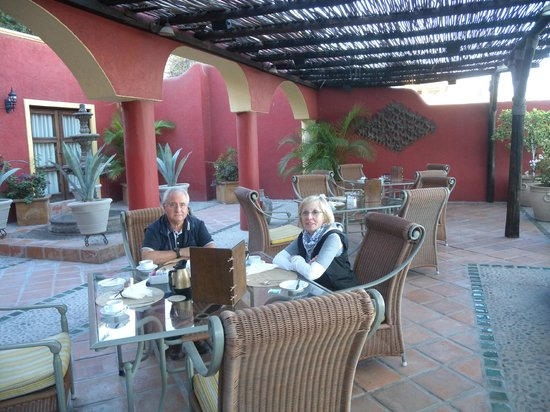 Posada de las Flores La Paz: patio per la colazione