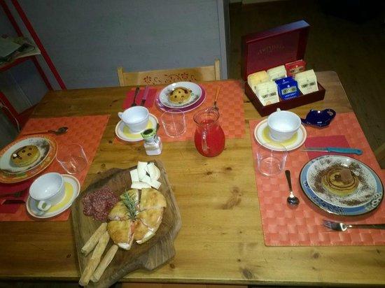 B&B Casanova: La magnifica colazione con i dolci fatti in casa