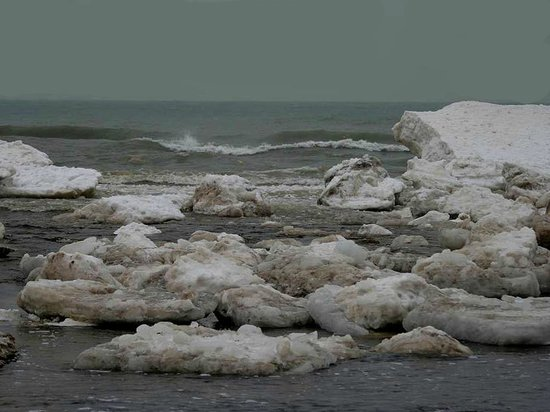 Indiana Dunes State Park: Winter ice