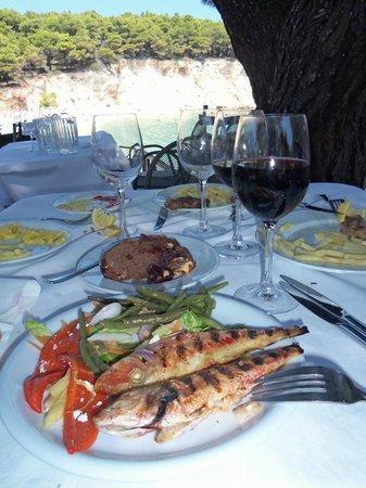 Marpunta Village Hotel: très bon repas