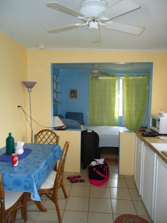 Eldemire's Tropical Island Inn: Kitchen/Dining area..living room with futon and sofa bed