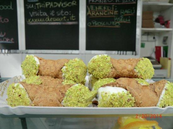 Eating Italy Food Tours: Cannoli at Testaccio market