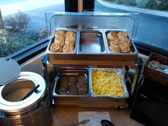 Super 8 Downtown Gatlinburg at the Convention Center: Biscuits, Gravy, Sausage, & Scrambled Eggs