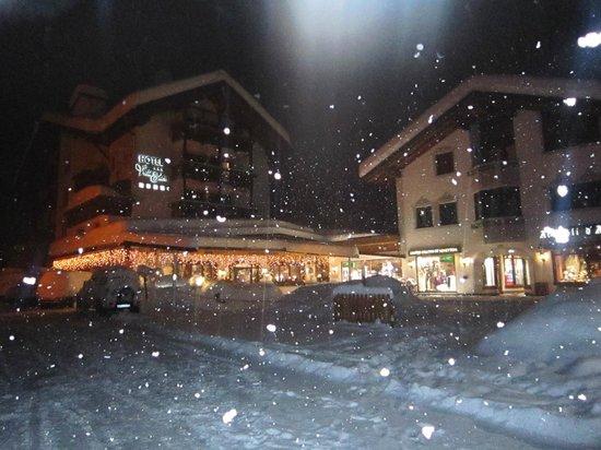 Hotel Villa Eden: Front view snowing
