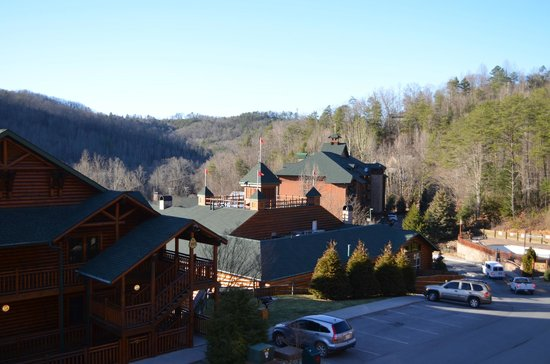 Westgate Smoky Mountain Resort & Spa: View from 3rd floor single room towards front of property