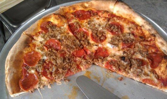 Arte Pizza: Pasanas - uber salty