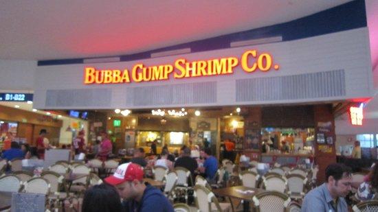 Bubba Gump Shrimp Co.: Le Bubba Gump Shrimp Restaurant à l'aéroport de Cancun