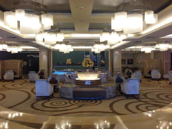 Piccadily Hotel New Delhi: Hotel lobby