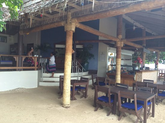 Hideaway Island Resort: The bar and restaurant