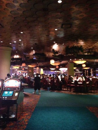 Atlantis, Royal Towers, Autograph Collection : Glimpse of Casino