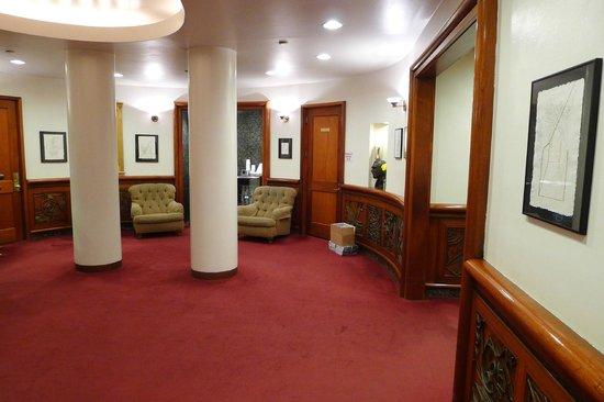 Roger Smith Hotel : Main lobby