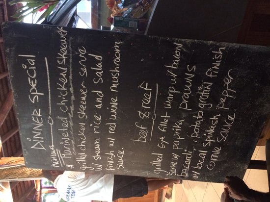 Hideaway Island Resort: Last night's blackboard menu -fantastic meals!