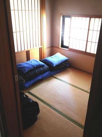 Tokyo Ryokan: Our room with futons folded up.