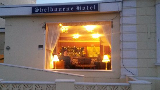 Shelbourne Hotel: Having a glass of wine
