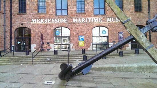Merseyside Maritime Museum : Maritime outside