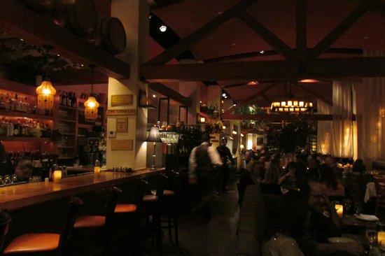 Kellari Taverna : Interior