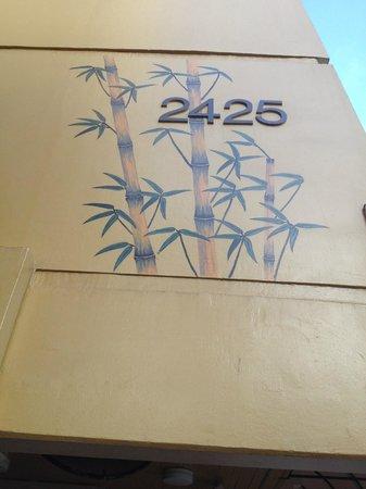 Aqua Bamboo Waikiki: art work on side of building, beautiful