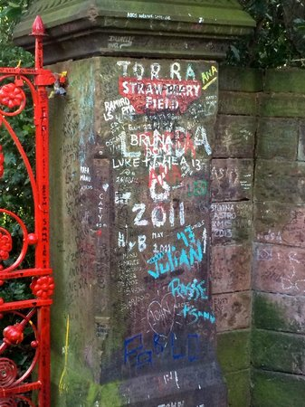 Beatles Magical Mystery Tour : Strawberry Fields forever!
