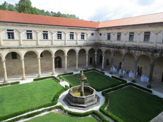 Hotel Monumento Monasteiro de San Clodio: Jardín interior