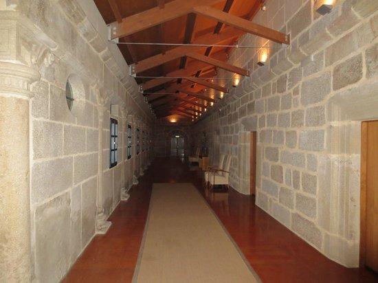 Hotel Monumento Monasteiro de San Clodio: Pasillos