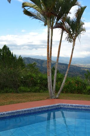 Vista Atenas Bed & Breakfast: pool and view