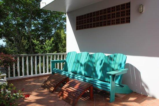Zandoli Inn - View of the quiet back patio