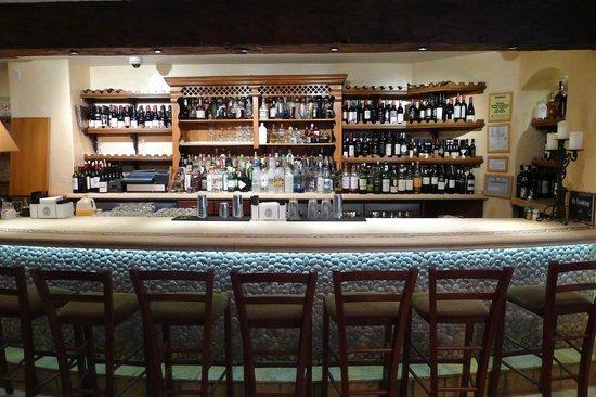 Avra Estiatorio: The bar