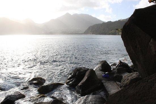 Zandoli Inn - View from the rock seashore at dusk