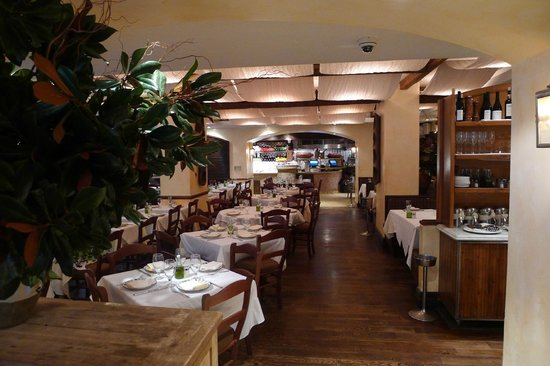 Avra Estiatorio: Dining area
