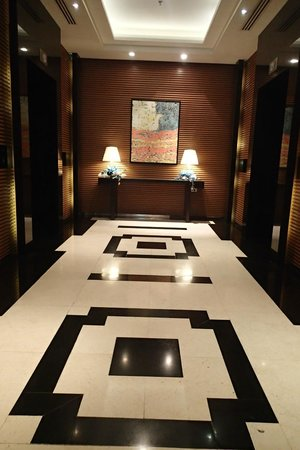 Radisson Blu Cebu: hallway near the fitness area