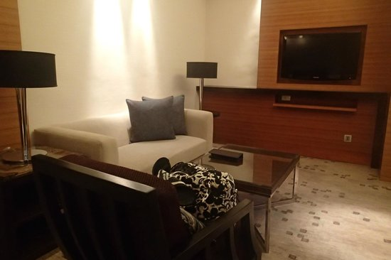 Radisson Blu Cebu: Deluxe living room