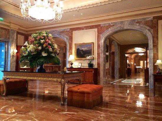Toller Empfang (Lobby) im Regent Berlin