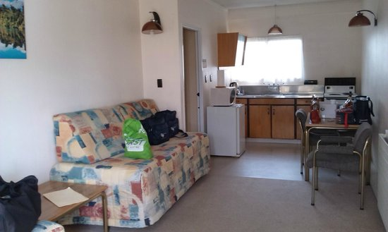 Ledwich Lodge Motel: One bedroom unit from front door-kitchen at rear/bathroom to left