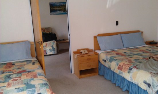 Ledwich Lodge Motel: One bedroom unit from bedroom.  Huge room with queen bed and single bed