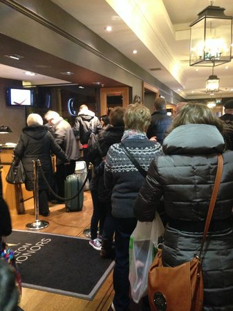 Doubletree by Hilton, Dunblane-Hydro : Queue to begin with - very poor