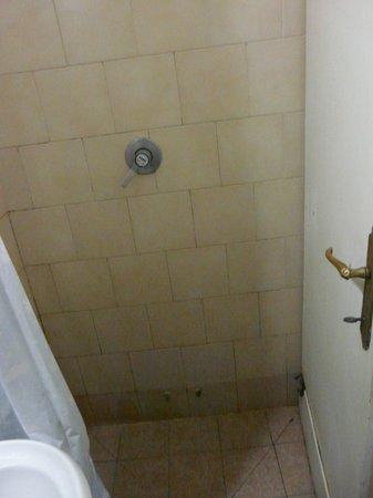 Hotel Duilio : petit coin douche.....