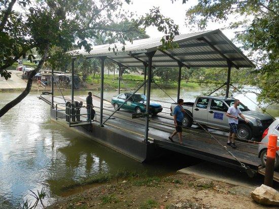 Xunantunich : Ferry Across River