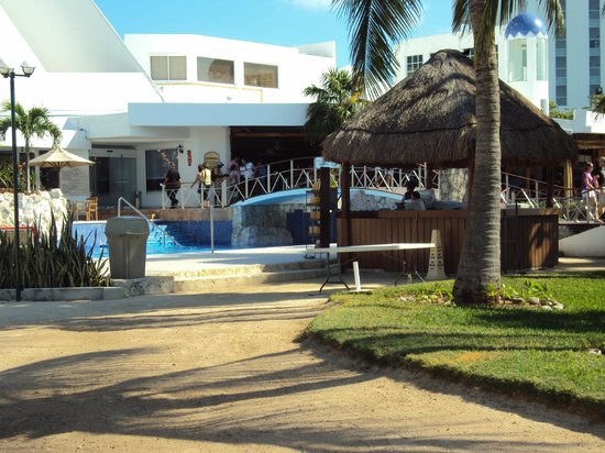 Sunset Marina Resort & Yacht Club: Beautiful strool to the pool area