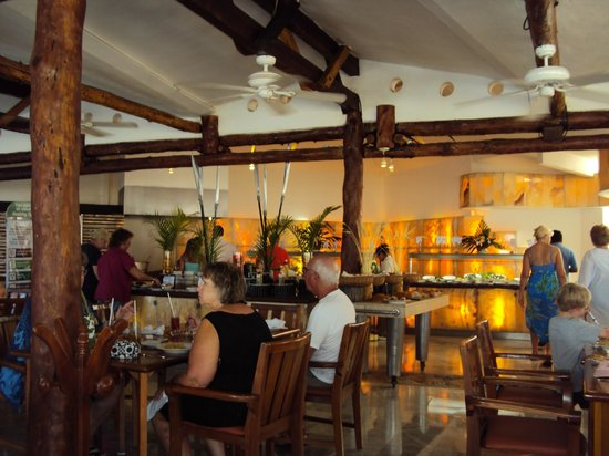 Sunset Marina Resort & Yacht Club: Main dining area Buffet