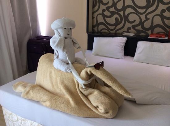Panorama Bungalows Resort El Gouna : towel modelling at its best