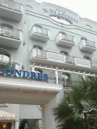 Hotel De Londres: Facciata lato strada