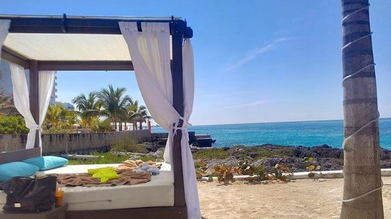 Hotel B Cozumel: Cabanas on the beach - readily available while we were there