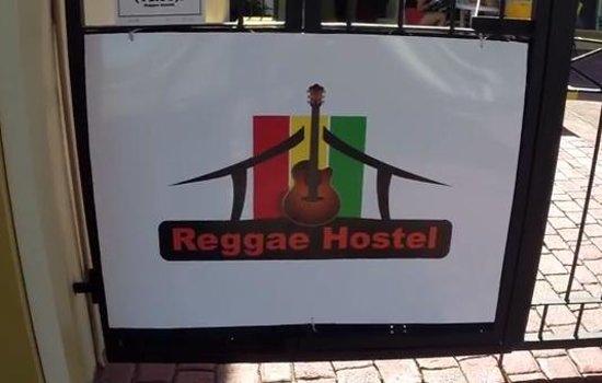 Reggae Hostel Ocho Rios : Front gate