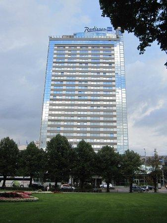 Radisson Blu Latvija Conference & Spa Hotel: El hotel y su entorno.