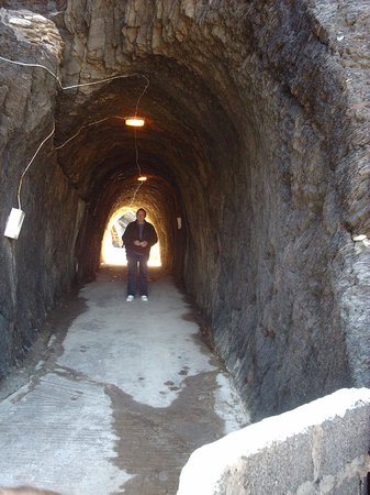 Tunnels Beaches: Handmade cave