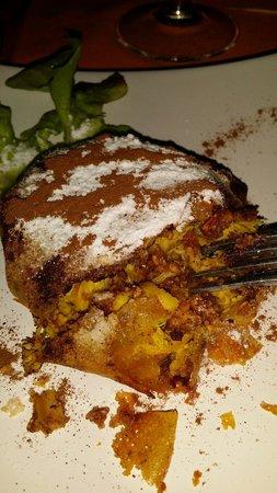 La Maison des Oliviers: Pastilla poulet. Un régal. .. recouvert de sucre glace et de cannelle