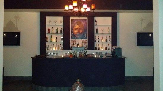 La Maison des Oliviers: Le bar